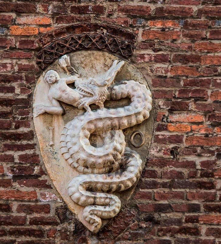 Герб-Милана-Италии-замка-Visconti-норны-min